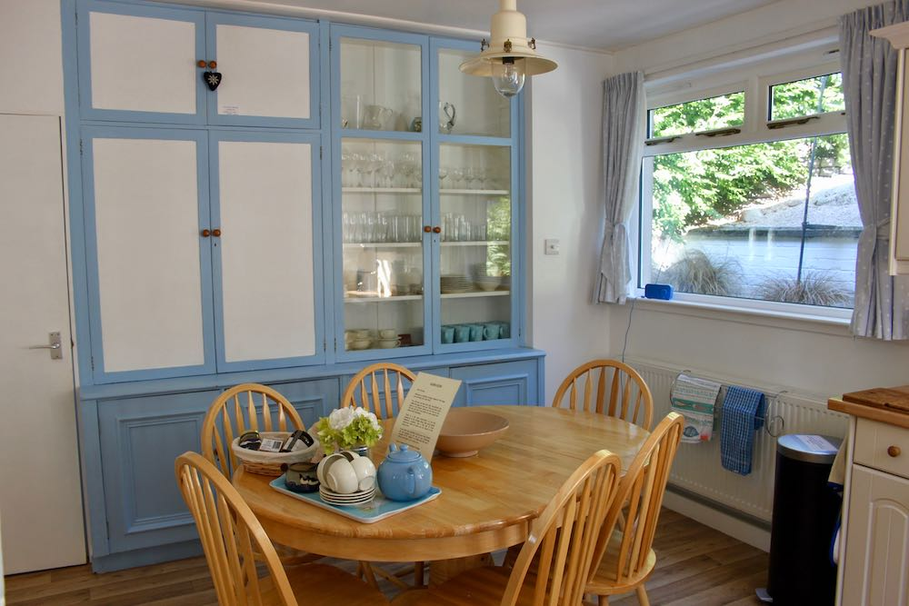 Dining-room-table-in-kitchen Home